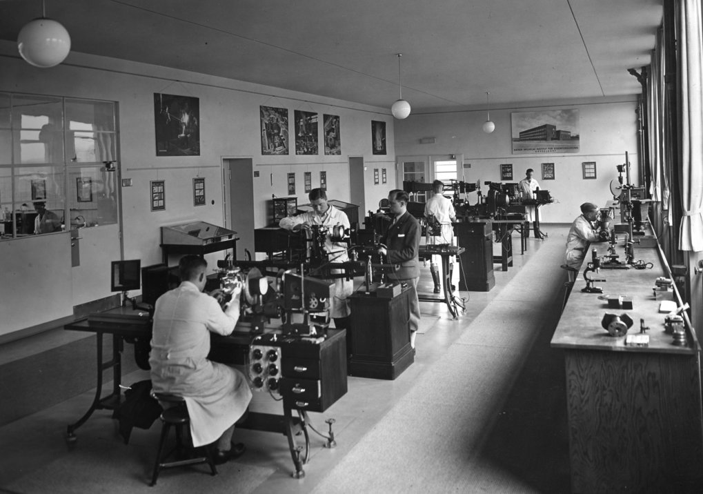 An interior shot of the microscope room at the metallography department, around 1935.
