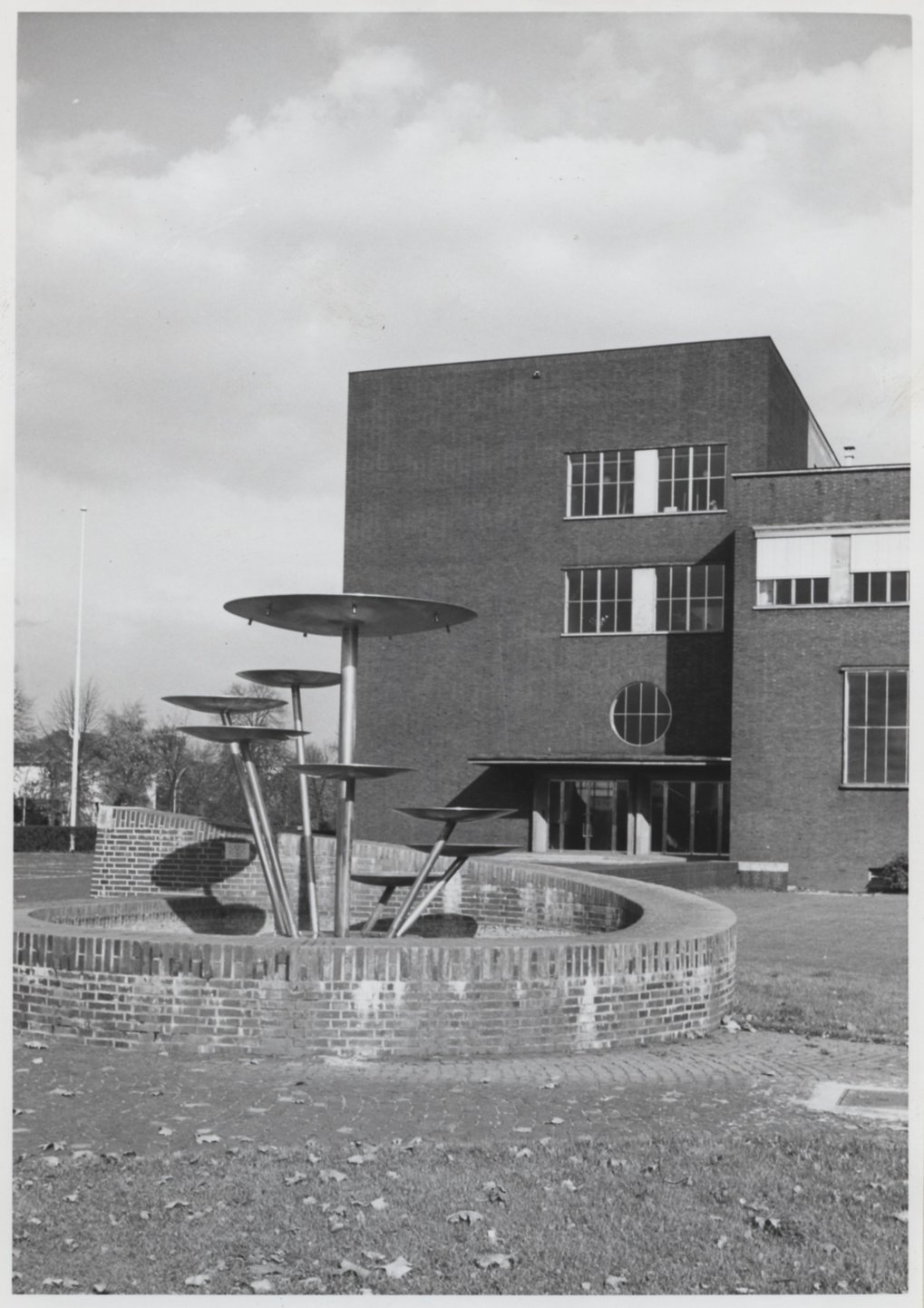 A view of the MPIE's main building in November 1962.