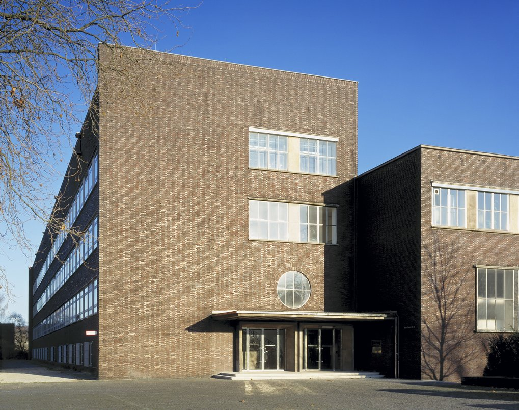 The Max‐Planck‐Institut für Eisenforschung GmbH (MPIE) was founded in 1917 and is located in Düsseldorf.