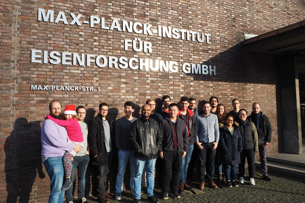 "Dr. Baptiste Gault (first from left) together with his group ""Atom Probe Tomography"" of the Max-Planck-Institut für Eisenforschung. Gault was awarded the Gottfried Wilhelm Leibniz Prize 2020 by the German Research Foundation, the most important German research funding prize."